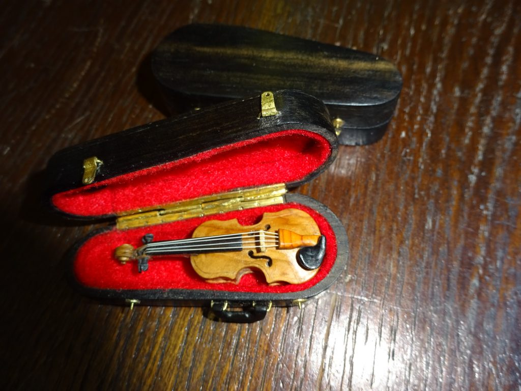Dolls house violin by Paul Isaacs